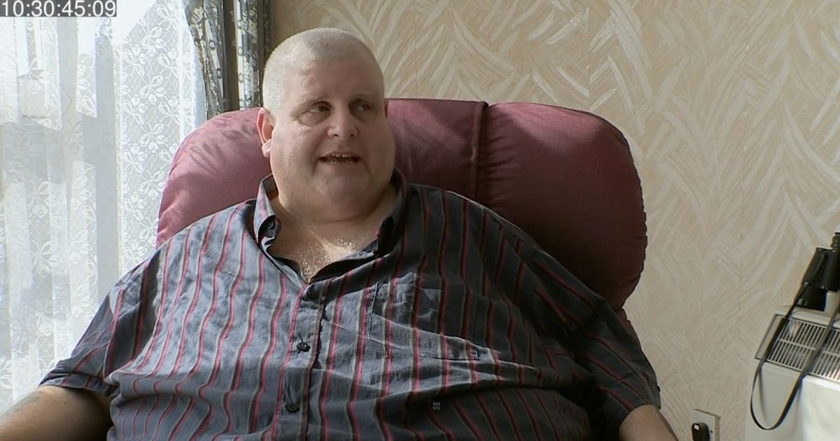 34 stone man cared for by OAP dad as he can't manage to lift a shopping bag