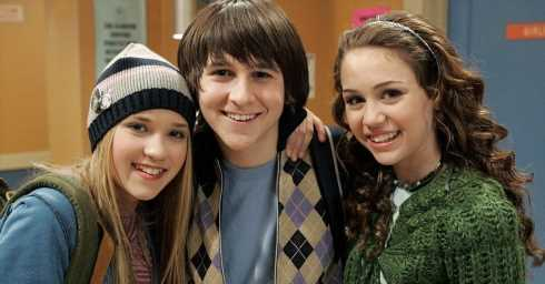 Do You Remember The Names Of The Best Friends From These 2000s TV Shows?