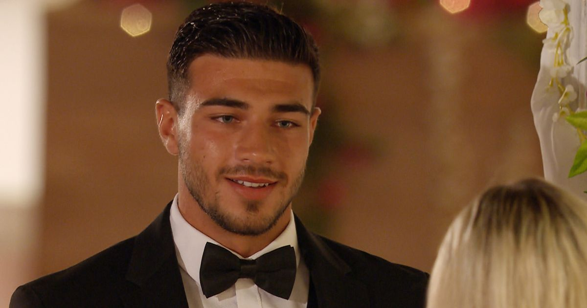 Love Island's Tommy shamelessly 'lies' to Molly-Mae in love declaration speech