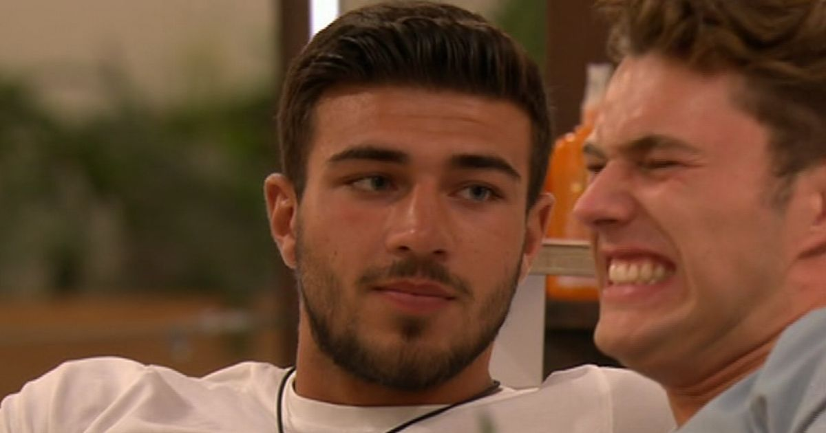 Love Island's Tommy asks Molly to be his girlfriend but Curtis has odd reaction