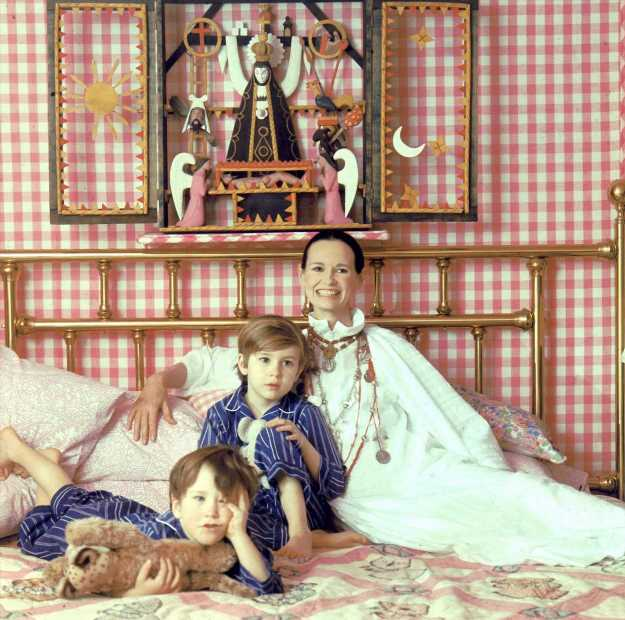 Looks like Anderson Cooper is inheriting a lot from mom Gloria Vanderbilt after all: Details!