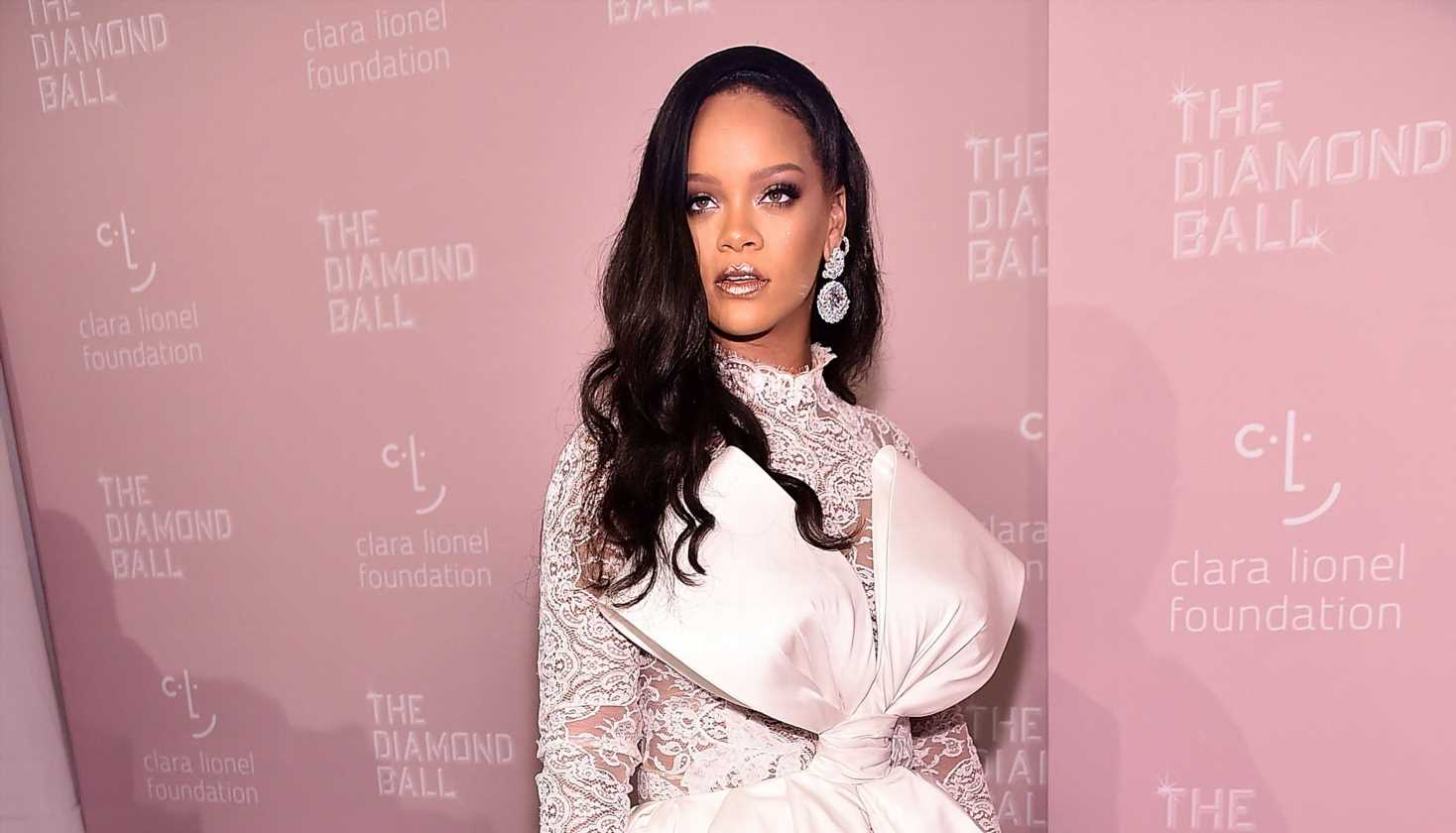 Rihanna's tiny doppelganger turns heads on Instagram, makes singer 'almost drop' her phone