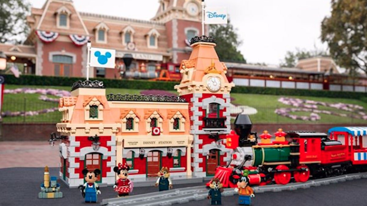 Lego 71044 Disney train coming in September 2019 with mobile app capabilities