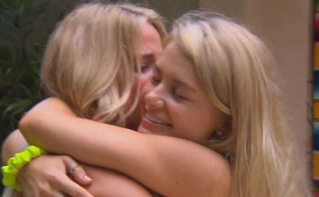 First Same Sex Couple in 'Bachelor' History Hailed As 'Groundbreaking' and 'Vital'