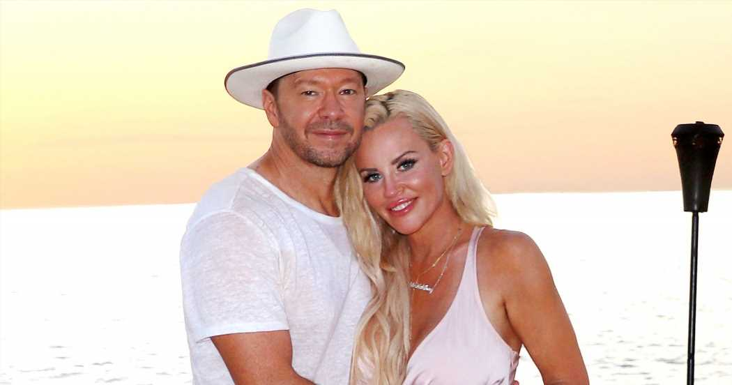 Jenny McCarthy, Donnie Wahlberg Have Renewed Their Vows Every Year