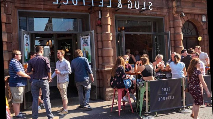 Is Slug and Lettuce open? Bar opening hours and table booking advice