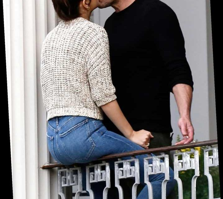 Ben Affleck and Ana de Armas Share a Kiss While Filming Together in New Orleans