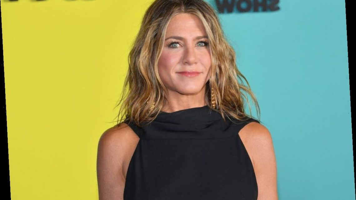 Jennifer Aniston Swears by This 1 Ingredient Added to Her Smoothie or Coffee That Makes Her Skin 'Glow'