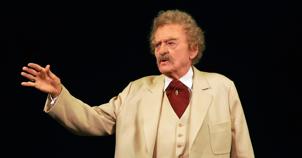 Hal Holbrook, Actor Who Channeled Mark Twain, Is Dead at 95