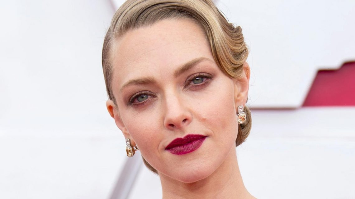 Fashion Expert Dishes On The Bold Statement Amanda Seyfried Made At The Oscars