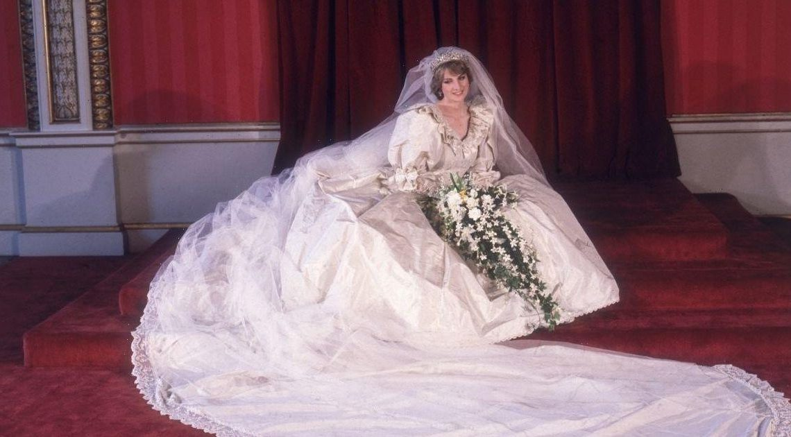 Princess Diana's wedding dress is going on display at Kensington Palace for the first time since 1995