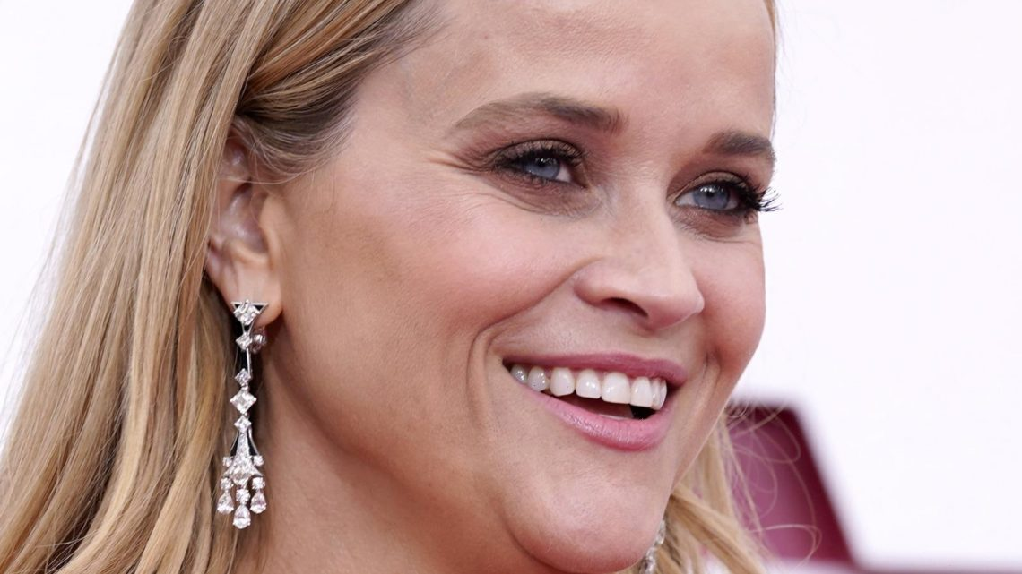 Why Reese Witherspoon's Outfit At The Oscars Left Fans Divided