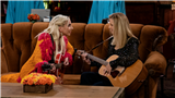 'Friends' Reunion: Lady Gaga Sings 'Smelly Cat' With Lisa Kudrow