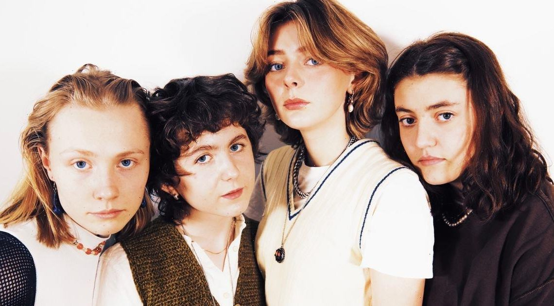 Rising stars VEPS dazzle with their raw and vulnerable 90s-tinged indie rock