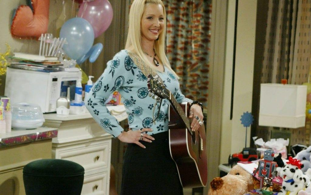 'Friends': Lisa Kudrow Says Her Struggle With Body Image Made Fittings 'Not Fun'
