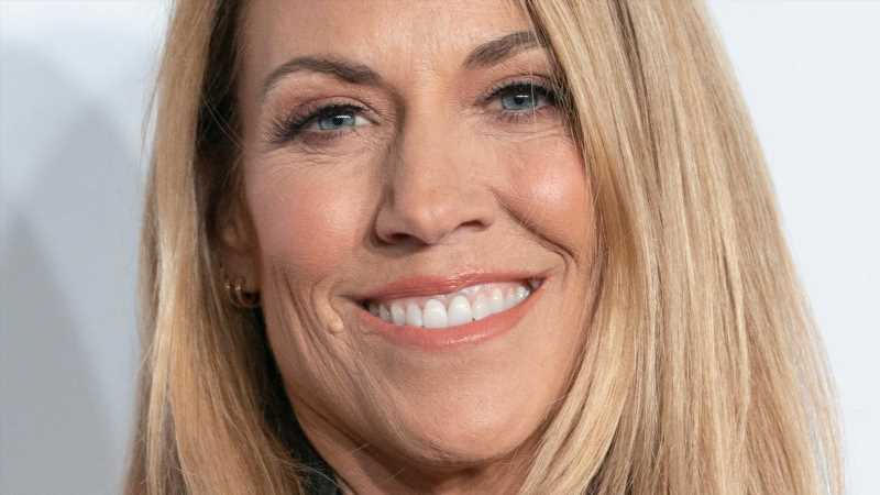 The Truth About Sheryl Crow And Michael Jackson's Manager