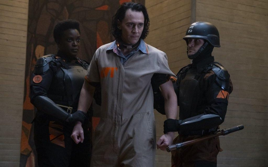 Tom Hiddleston Gives 'Loki Lecture' on God of Mischief's Ceremonial Horns