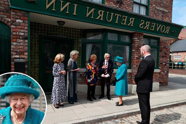 Coronation Street cast were told just 30 minutes before queen arrived in bid to keep visit top secret