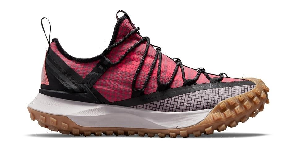 """Nike ACG Mountain Fly Low Is Back in """"Flash Crimson"""" and """"Brown Basalt"""""""