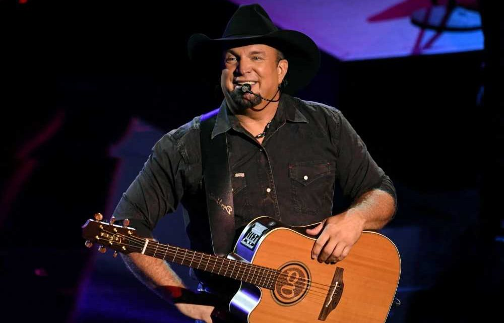 Garth Brooks Says Upcoming Dive Bar Tour Will Be Fully Vaccinated
