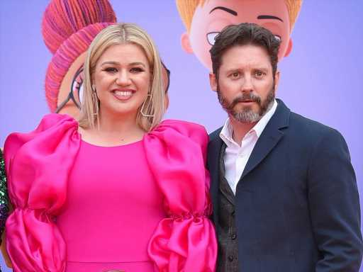 Kelly Clarkson Was Reportedly Concerned That Brandon Blackstock Was Using Her For Her Money