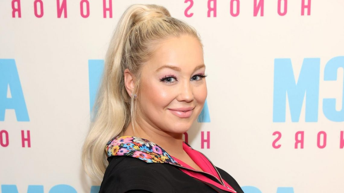 RaeLynn Attends ACM Honors Event While 9 Months Pregnant!
