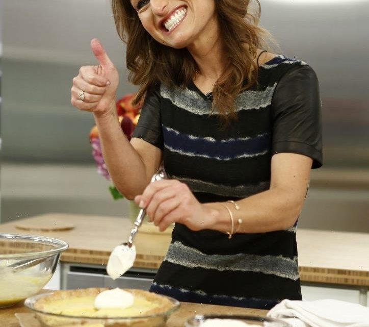 Here's Giada De Laurentiis' Chocolate Caramel Crunch Pie Because We Know You're Already Planning Thanksgiving Dinner